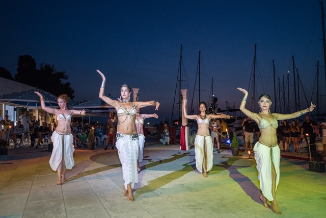 Martinis Marchi Party 2017-belly dancers